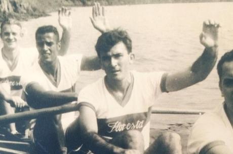 Vital da Costa (centro) disputava competições no rio
