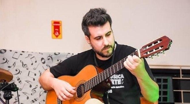Deison Freitas, de 34 anos, era cantor, instrumentista e professor de música