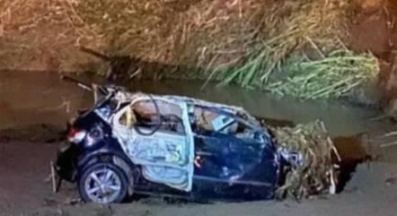 Carro foi levado pela enxurrada em Uberaba