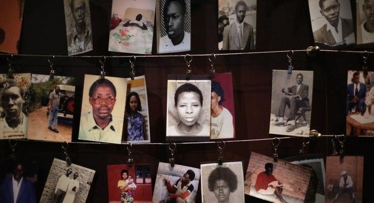 Memorial na cidade de Kigali exibe fotos de ruandeses mortos durante os 3 meses de genocídio