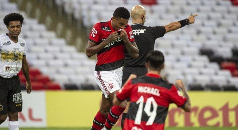 Vitinho comemora o gol da vitória contra o Volta Redonda. Flamengo campeão