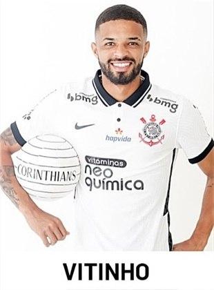Vitinho - 6 jogos como titular com Sylvinho