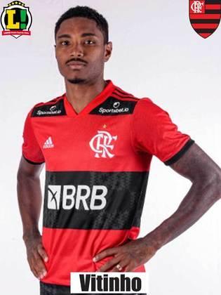VITINHO - 8,5 - Comandou a goleada do Flamengo na etapa final. Encontrou os espaços para servir Michael e Rodinei com assistências e marcou o gol de pênalti. Segue muito bem sob o comando de Renato.