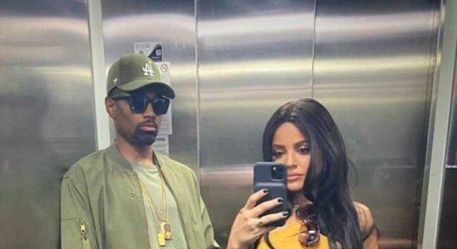 Vitinho e sua esposa compareceram inspirados em um dos casais mais famosos do mundo: o rapper Kanye West e a modelo e empresária Kim Kardashian.