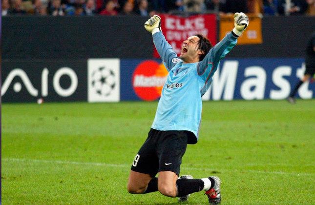 Ele tem no currículo uma Champions League, um Espanhol, duas Copas do Rei, duas Supercopas da Espanha, dez Campeonatos Portugueses, cinco Copas de Portugal, uma Copa da Uefa, um Mundial, uma Supercopa da Europa, uma Uefa Supercopa e nove Supercopas de Portugal.