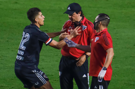 Vitor Bueno comemorou com Diniz gol do São Paulo