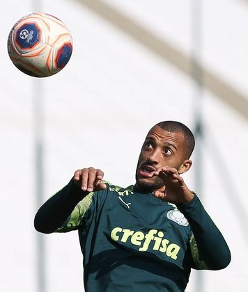 Vitor Hugo - 3 jogos - 270 minutos - 0 gols - 0 assistências - 6 desarmes - 4 finalizações