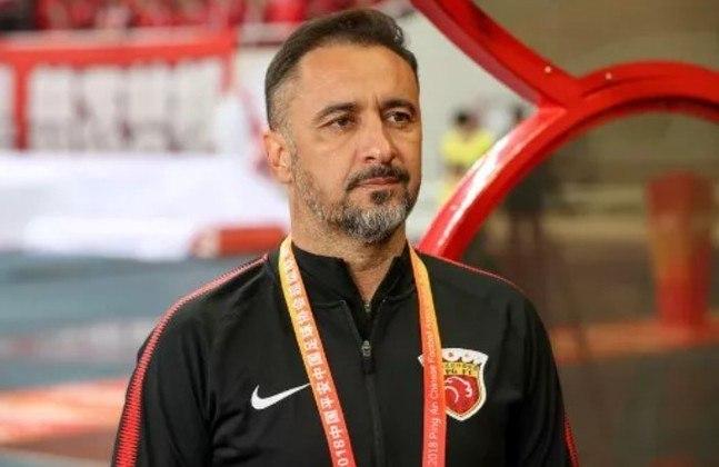 Vitor Pereira – português – 52 anos – não treina desde dezembro de 2020, momento em que saiu do Shangai SIPG FC – principais feitos como treinador: foi bicampeão de Portugal (FC Porto), campeão da Grécia (Olympiacos) e da China (Shangai SIPG).