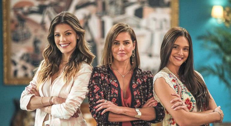 Vitória Strada, Deborah Secco e Juliana Paiva, protagonistas de 'Salve-se Quem Puder'