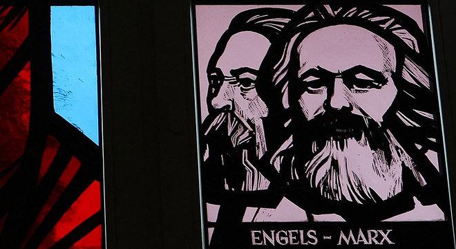 Os amigos não tinham do que viver, então Engels voltou à sua vida dupla