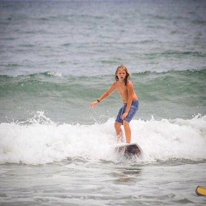Apaixonado pelo mar, Vittorio também gosta de surfar