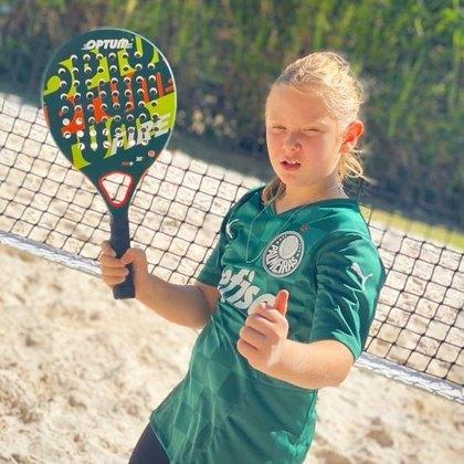 Fora da água, mas ainda na praia, Vittorio também joga beach tennis,criado a partir do frescobol e que foi incrementado na Itália