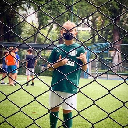 Torcedor fanático do Palmeiras, assim como os pais, Vittorio adora jogar futebol