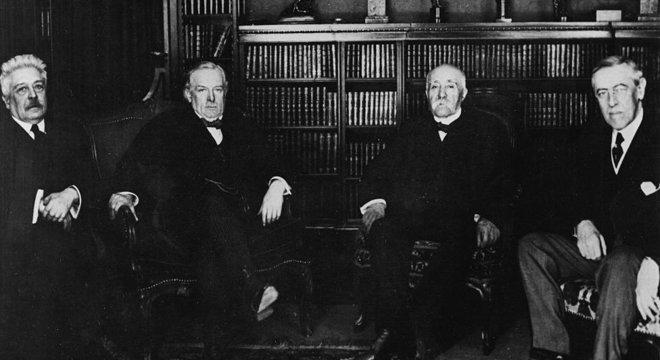 Mackinder queria alertar os líderes do mundo de que deveriam ter cuidado com a redistribuição das fronteiras após a Primeira Guerra Mundial. Da esquerda para a direita: Vittorio Orlando (Itália), Lloyd George (Grã Bretanha), Georges Clemenceau (França) e Woodwrow Wilson (EUA)