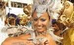 Viviane Araujo brilha há 16 anos à frente da bateria da Mancha Verde. A estreia de Vivi no Anhembi aconteceu em 2005. Na ocasião, ela ainda namorava o cantor Belo e, além de exibir uma tatuagem em homenagem ao músico no braço, usou uma gargantilha com o nome dele.Em 2018, a atriz desfilou fantasiada de índia representando o Cacique de Ramos no enredo da Mancha Verde, que homenageou o grupo musical Fundo de Quintal. A escola ficou em terceiro lugarna folia