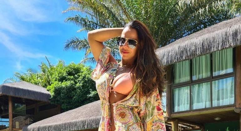 Viviane Araújo ostenta viagem de luxo em série de publicações nas redes sociais