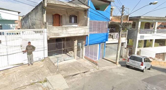 Segundo a polícia, vítima e suspeito moravam no mesmo terreno