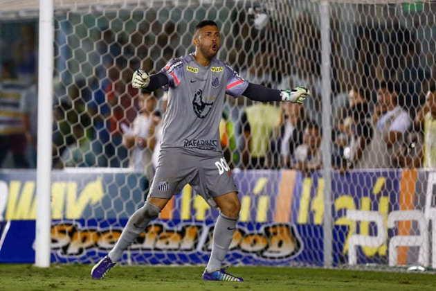 VLADIMIR: O goleiro é o único que estava na conquista de 2011 e continua no Santos até hoje.