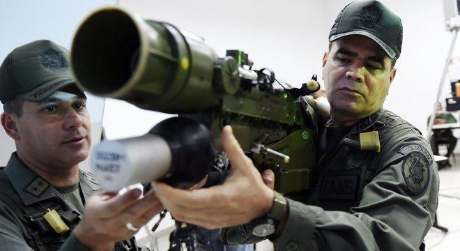 O ministro da Defesa, Vladimir Padrino López, é conhecido por ser próximo de Maduro