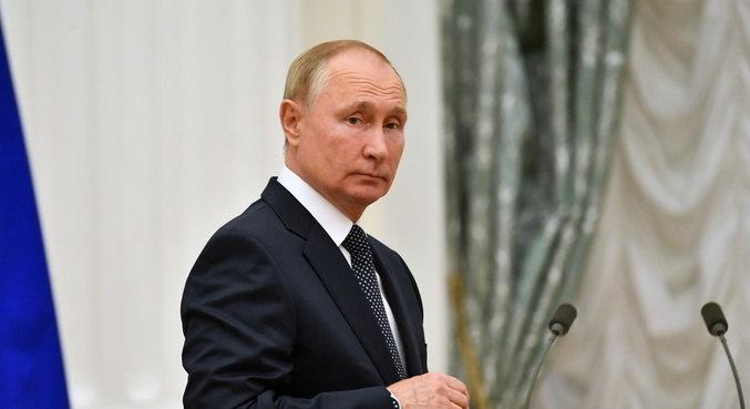 Putin se isola após caso de covid em seu entorno