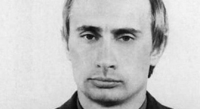 Vladimir Putin em seus tempos na KGB