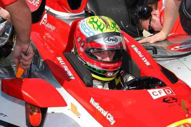 Você lembra de Max Papis na F1? O italiano fez apenas sete corridas em 1995, pela Footwork. No ano seguinte, foi para a CART, onde correu até 2003 e conquistou três vitórias