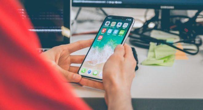 Você pode economizar espaço no iPhone e transferir arquivos mais rapidamente ao compactá-los em ZIP (Imagem: Alvaro Reyes / Unsplash)