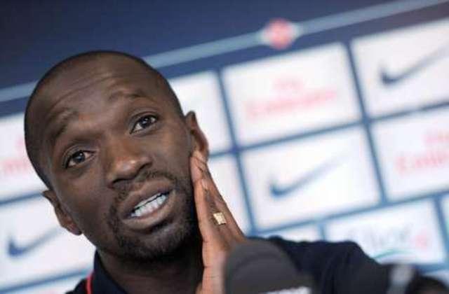 Volante: Claude Makélélé (francês) - 38 anos na época - camisa 4 - atualmente aposentado como jogador