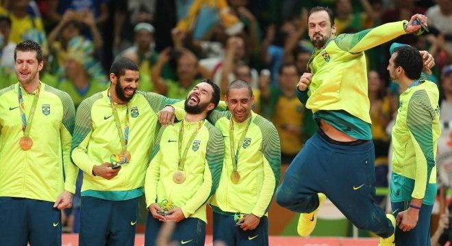 Brasil entra em quadra em Tóquio por bicampeonato olímpico