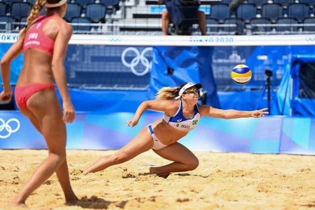 VÔLEI DE PRAIA - Ana Patrícia e Rebeca deram adeus aos Jogos Olímpicos de Tóquio. A dupla brasileira foi derrotada pela dupla suíça Vergé-Dépré e Joana Heidrich por 2 sets a 1 (com parciais de 19-21, 21-18 e 11-15). Sendo assim, o Brasil não tem mais representantes no vôlei de praia feminino.