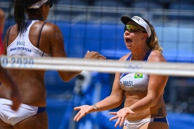 VÔLEI DE PRAIA - Ana Patrícia e Rebecca foram derrotadas pelas suíças Anouk Verge-Depre e JoanaHeidrich por 2 sets a 1 no vôlei de praia, com parciais de 21-19, 18-21, 15-12, e deram adeus à competição nas oitavas de final. Ághata e Duda já haviam sido eliminadas no último domingo