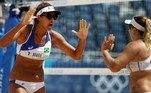 No vôlei de praia, Ana Patrícia e Rebeca perderam para a dupla da SuíçaAnouk Verge-Depre e Joana Heidrich (com parciais de 21/19, 18/21 e 15/12) e estão fora da disputa
