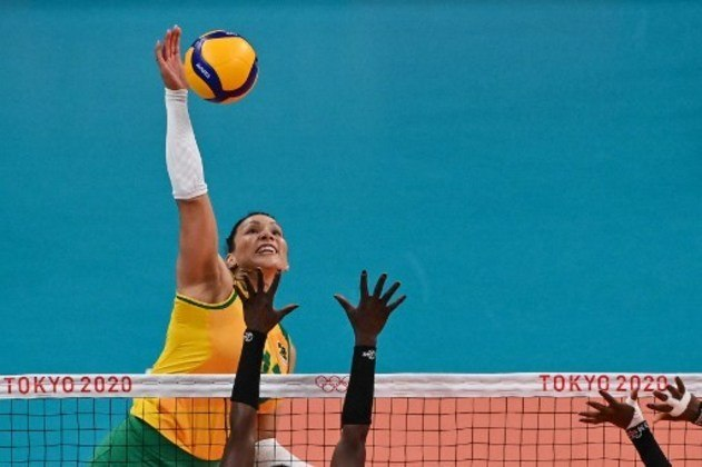 VÔLEI FEMININO BRASIL - A oposta Tandara está fora da sequência dos Jogos Olímpicos de Tóquio. O Comitê Olímpico Brasileiro (COB) anunciou a suspensão provisória da atleta de 32 anos após uma notificação da Autoridade Brasileira de Controle de Dopagem (ABCD). Segundo o comunicado da entidade, a jogadora cometeu