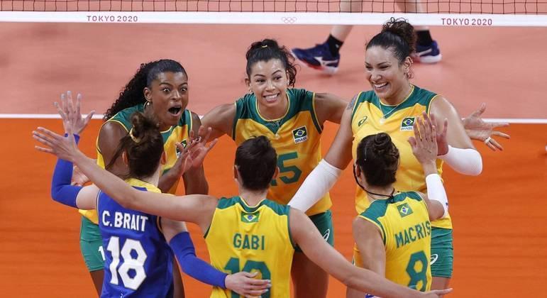 Brasil e Sérvia estão invictos e no topo da chave A do vôlei feminino