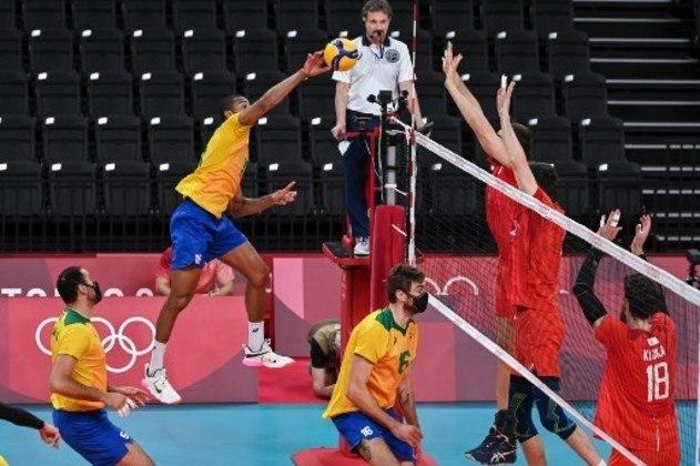 VÔLEI MASCULINO - O Brasil sentiu o pesado saque russo nos momentos decisivos dos terceiro e quarto sets e perdeu para a Rússia por 3 sets a 1, de virada – parciais de 18-25, 25-21, 26-24, 25-23 -, pela semifinal do torneio de vôlei masculino dos Jogos Olímpicos de Tóquio e agora vai em busca da medalha de bronze.