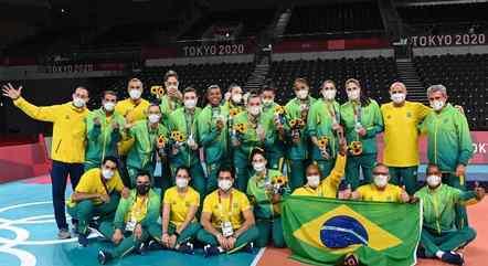O Brasil ficou com a medalha de prata no vôlei feminino e voltou ao pódio após ficar sem medalha na Olimpíada do Rio em 2016