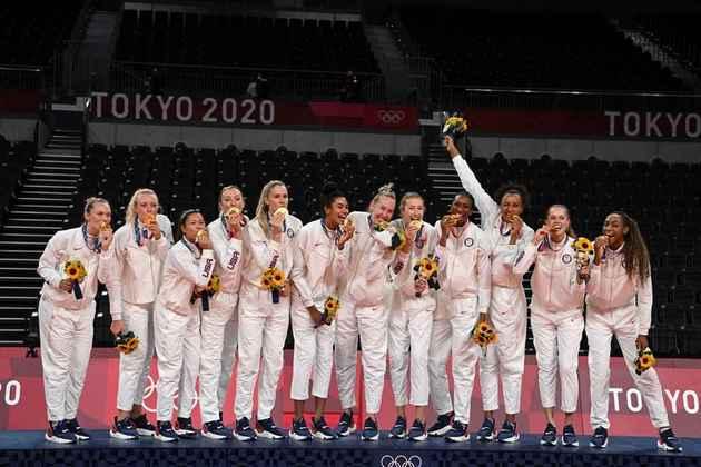 VÔLEI - O Estados Unidos conquistou a medalha de ouro inédita no vôlei feminino. A seleção americana venceu o Brasil por 3 sets a 0.