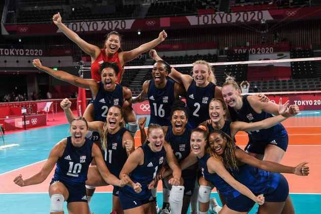 VÔLEI - O Estados Unidos também está na final do vôlei feminino. As americanas venceram a Sérvia por 3 sets a 0, com parciais de 25/19, 25/15 e 25/23. Sérvia e Coréia do Sul decidem o bronze.