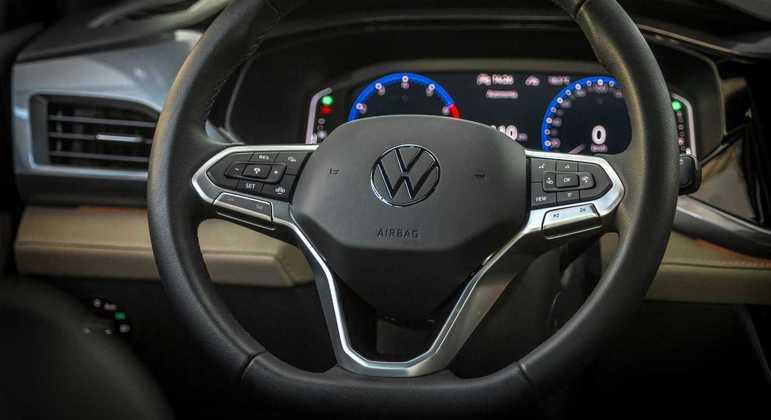 Modelo tem volante com novo padrão de design da montadora