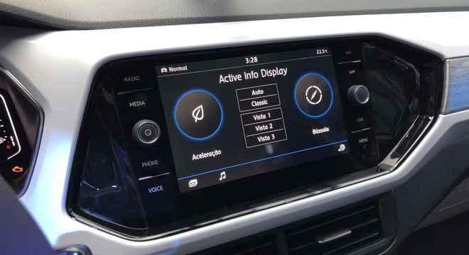 Informações da multimídia com Android Auto e Apple Car (além de Mirror Link) são claras