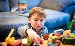 Mesada de Troca: Em vez de seu filho economizar por meses para comprar um brinquedo novo, que tal chamar os amigos dele para fazer uma tarde de troca de brinquedos? É divertido, trabalha a conscientização e reaproveita os brinquedos usados em bom estado.