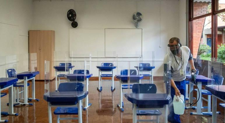 Pais de alunos têm até esta terça-feira (9) para decidir sobre retorno às aulas presenciais em SP