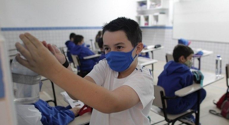 Um terço dos alunos não fez atividades escolares na pandemia, diz prefeito de SP
