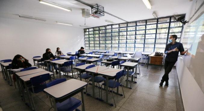 Estudo defende reabertura de escolas e creches no Brasil