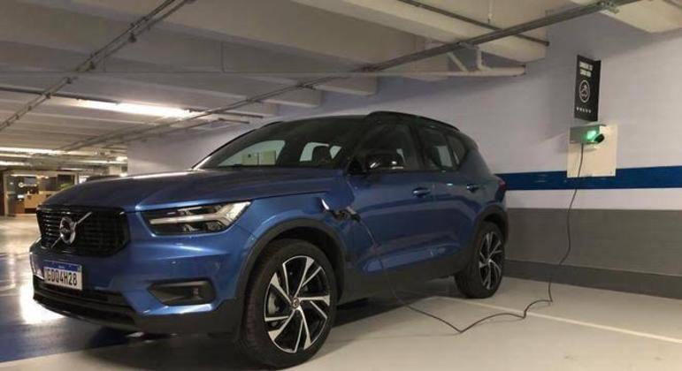 O uso do carro eletrico é bastante confortável e com custo reduzido de abastecimento