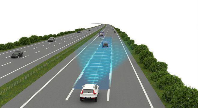 Controle de Cruzeiro Adaptativo é item de série no Volvo XC40: útil no trânsito e em viagens