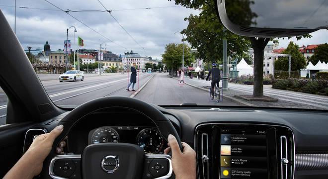 A Volvo é uma das marcas pioneiras em tecnologias de condução semiautônomas como o City Safety