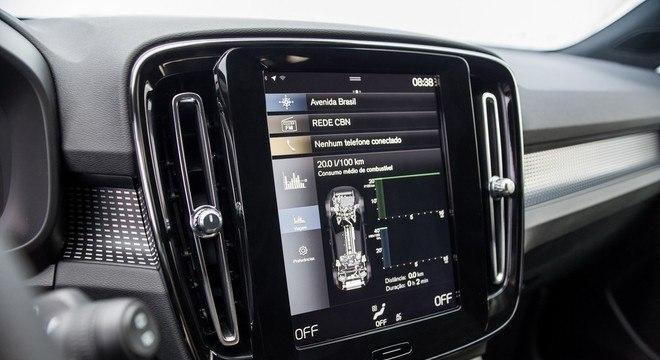 Tela central vertical de 9 polegadas concentra todas as informações sobre o veículo