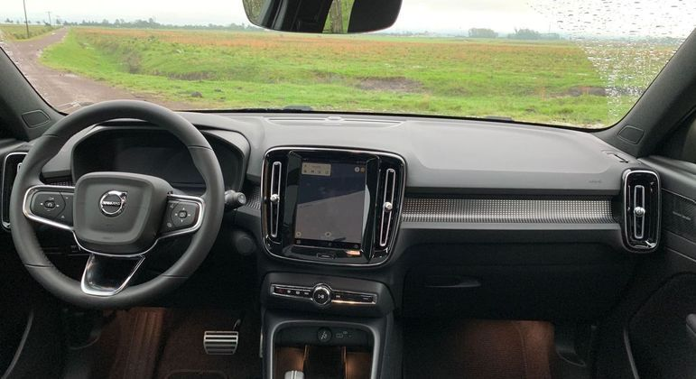 Carro conta com internet a bordo por quatro anos com uma franquia estimada de 40 GB