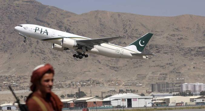 Primeiro voo comercial internacional pousou no Afeganistão nesta segunda-feira